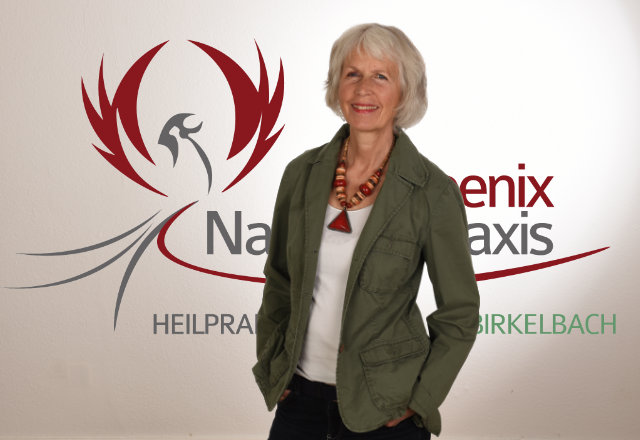 Sigrun Birkelbach und das Phoenix-Logo